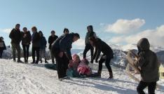 Beyaz Renk Kar Festivalinde karın zevkini çıkardılar