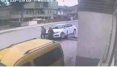 Ehliyetsiz sürücü kaldırımda yürüyen anne ve oğluna çarptı