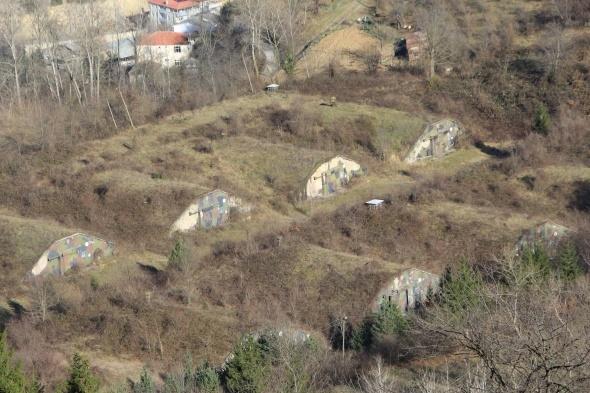 Eski NATO üssündeki askeri hangarlar için 'Hobbit' evi önerisi