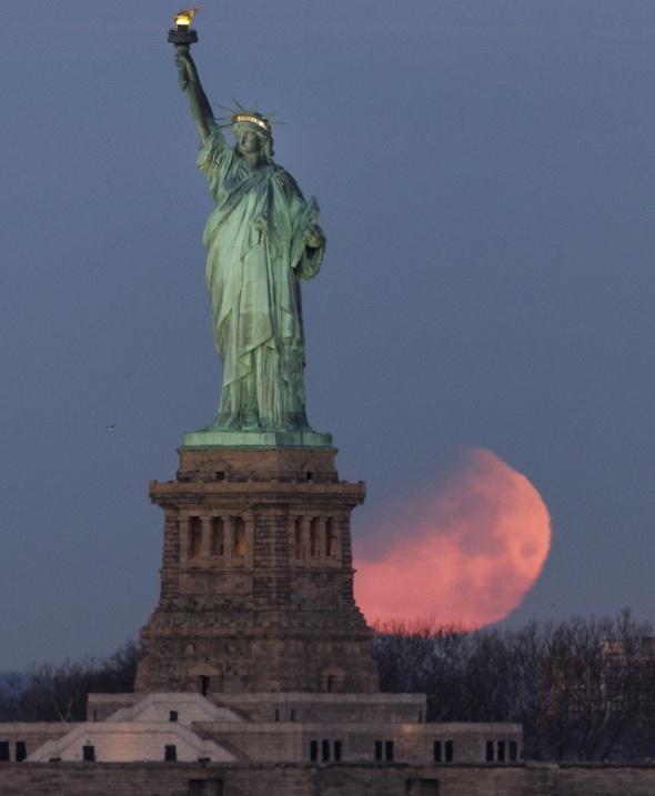 'Süper Kanlı Mavi Ay Tutulması' büyüledi