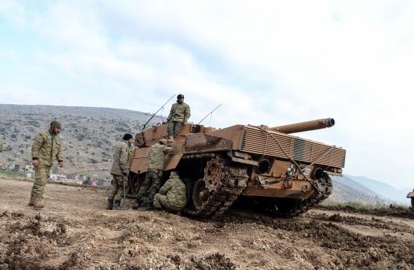 Üs bölgesindeki Türk tankları böyle fotoğraflandı