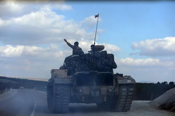 Türk tankları ilerlemeye devam ediyor