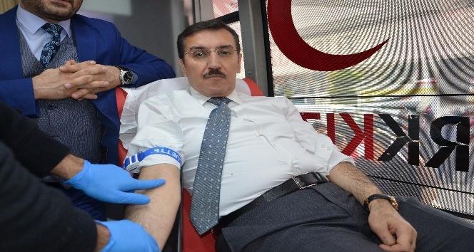 Bakan Tüfenkci'den Mehmetçikler için kan bağışı
