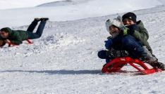Zigana Dağı Kayak Tesisleri tarihinin en kalabalık günlerini yaşıyor