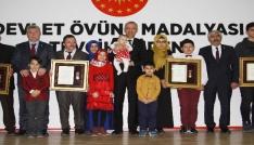 Şehit yakınları ve gazilere Devlet Övünç Madalyası ve Beraatları verildi
