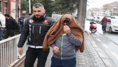 Yedek lastik ve ses sistemine gizlenmiş 15 kilo esrar yakalandı
