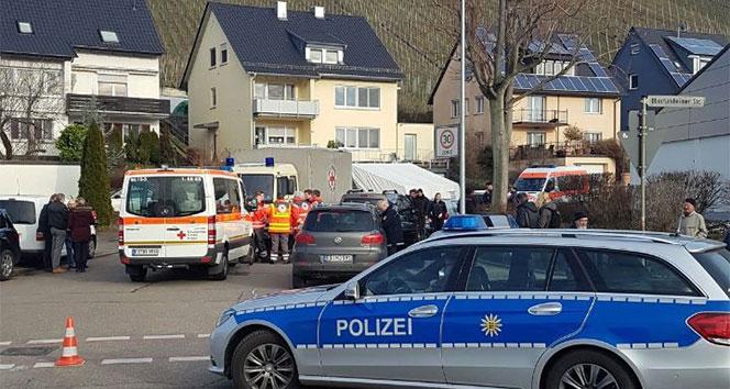 Almanyada Türk aile evlerinde ölü bulundu