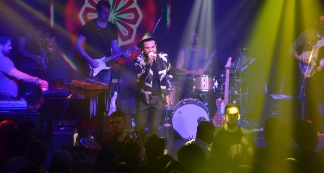 Kenan Doğulu Uludağda gençlere unutulmaz bir konser verdi