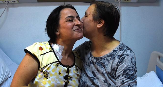 60 yaşındaki anne böbreğini vererek kızını hayata bağladı