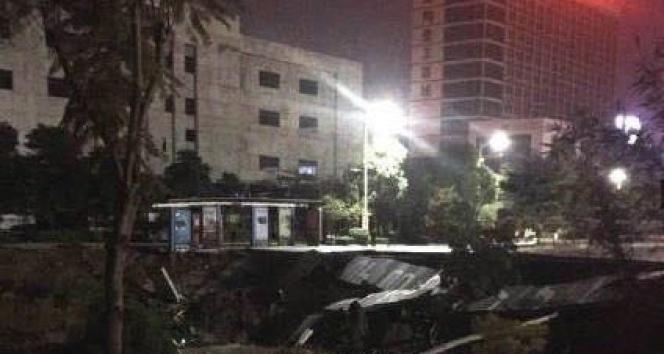 Çinde yol çöktü: 8 ölü