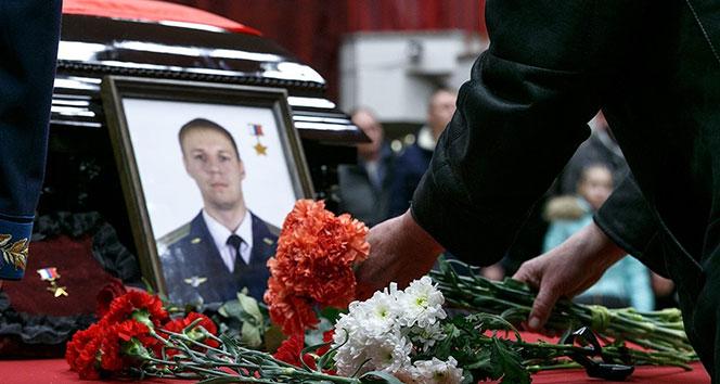 Rus pilot Filipovun cenaze törenine binlerce kişi katıldı