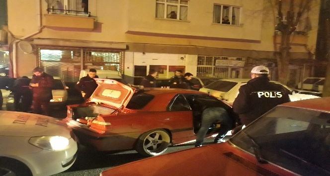 Başkent'te polis-şüpheli kovalamacası kazayla bitti