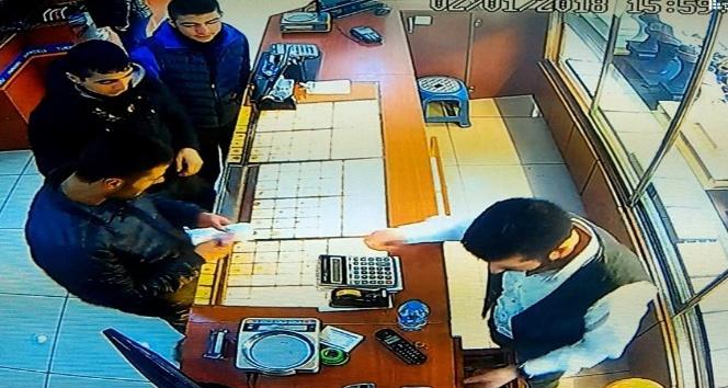 Başkent'te çaldıkları altınları kuyumcuya satan 4 kişi yakalandı