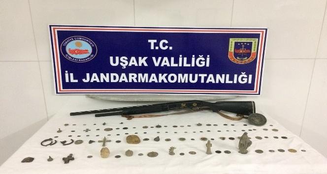 Uşak'ta tarihi eser operasyonu olayla ilgili 3 şüpheli gözaltına alındı.