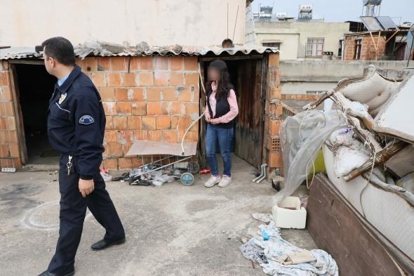 Çatıdaki odadan gelen çığlık sesleri polisi alarma geçirdi