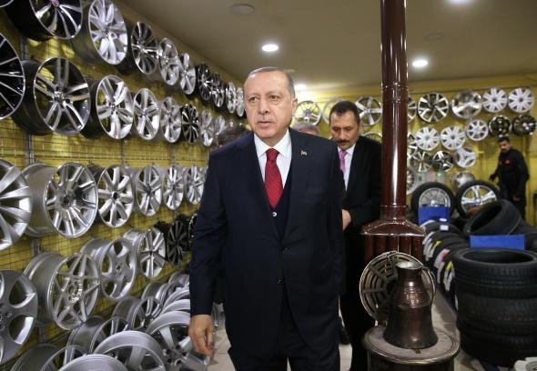 Cumhurbaşkanı Erdoğan'dan esnafa çat kapı ziyaret
