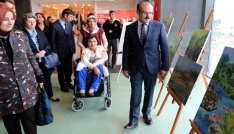 Engelli kadın ağzıyla yaptığı resimlerin gelirini Mehmetçiğe bağışlayacak
