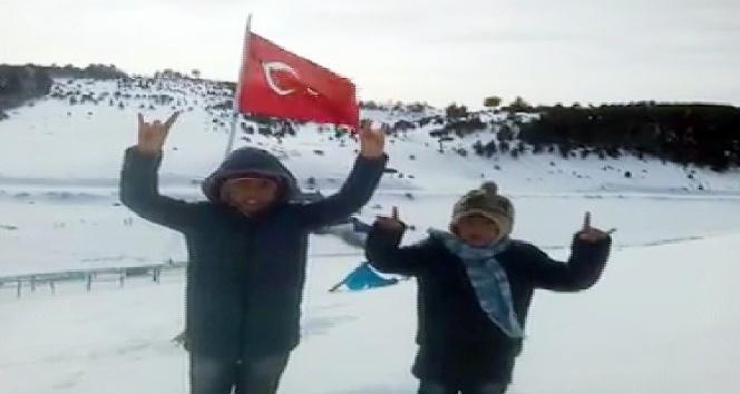 Miniklerden Mehmetçiğe marşlı destek