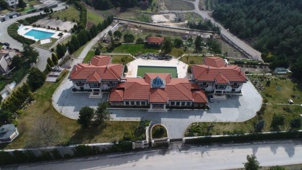 FETÖ elebaşısı Gülen'in Bursa'daki malikanesine el konuldu