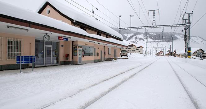 İsviçre donuyor