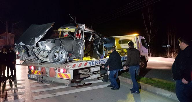 Tokatta otomobil elektrik direğine çarptı: 7 yaralı