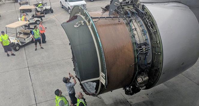 ABDde uçağın motor kapağı havada koptu