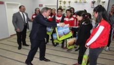 Bayan futbolculardan Müdür Alpe ziyaret