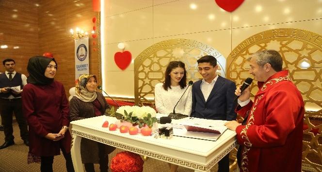yerel Şahinbey'de Sevgililer Gününde 3.5 dakikada bir nikah kıyıldı