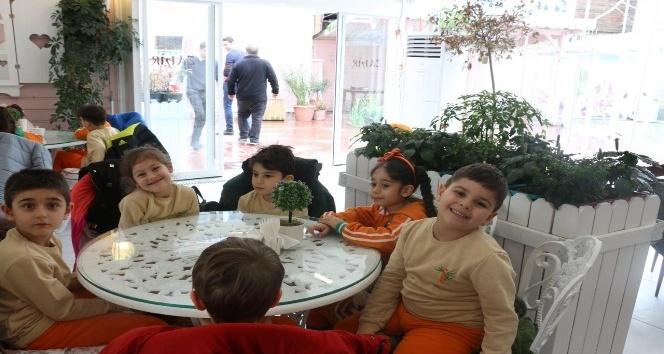 Minik öğrenciler Zahir Cafe'yi ziyaret etti