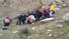 Cizrede Kasrik kayalıklarına çıkan genç düşerek yaralandı