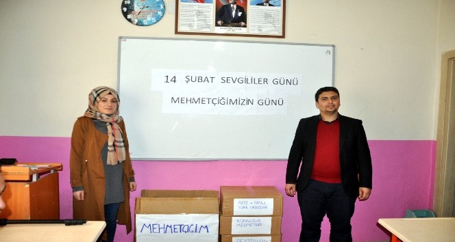 Suriye sınırında Mehmetçiğe sevgi bir başka