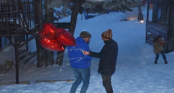 Uludağ'da Sevgililer Günü'nde kar fırtınası
