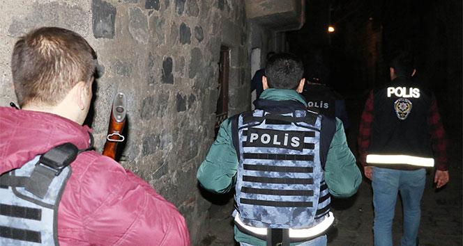 Diyarbakırda 3 bin polisle 15 Şubat alarmı: 77 gözaltı