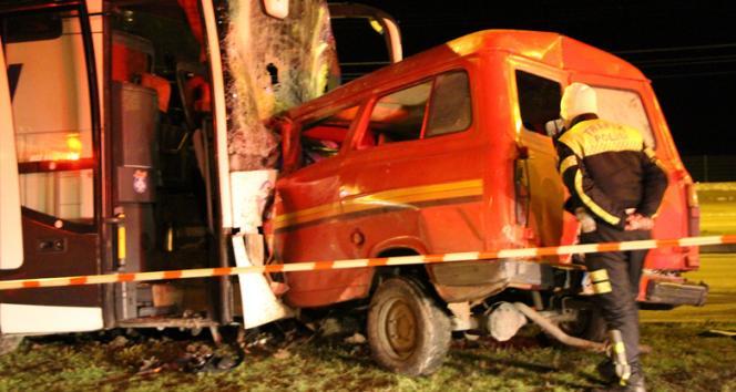 Amasyada yolcu otobüsüyle minibüs çarpıştı: 1 ölü
