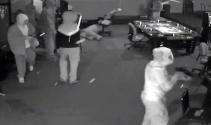 Burası ABD: Silahlı gençler oyun merkezini bastı !