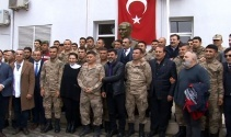 Sanatçılar Mehmetçik'e destek için sınırda