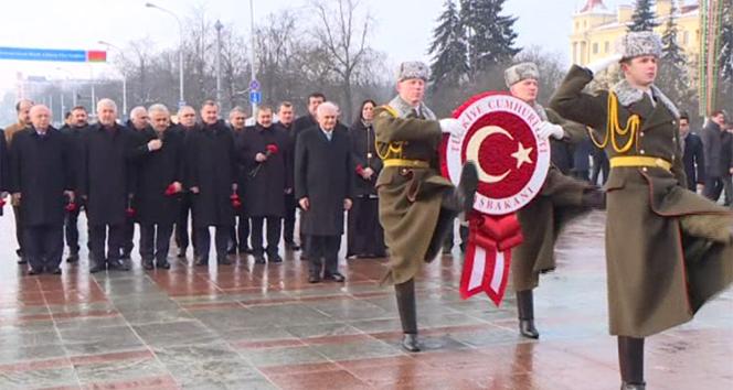 Yıldırım, Belarus'ta Zafer Anıtı'na çelenk koydu