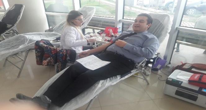 Hastane çalışanları kan ve kök hücre bağışında bulundu