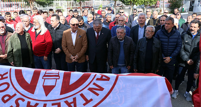 Antalyaspordan hayatını kaybeden eski futbolcusuna tören