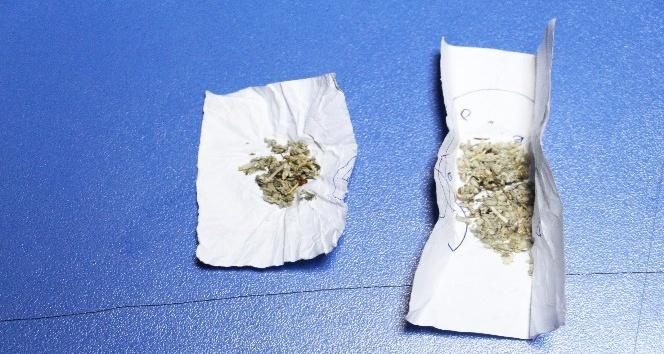 Uyuşturucu madde ile yakalanan 2 kişi serbest