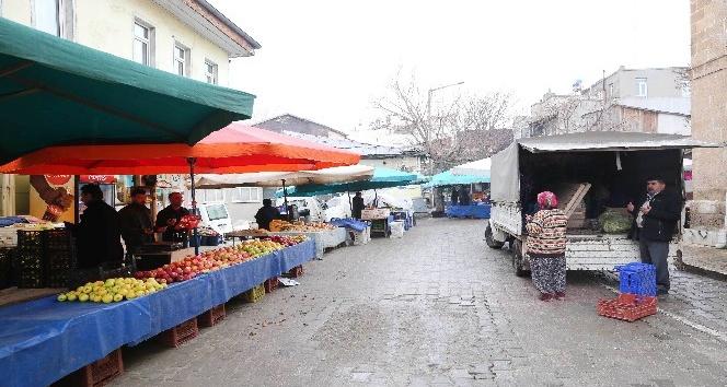 Cuma pazarını 42 yıldır duayla açıyorlar