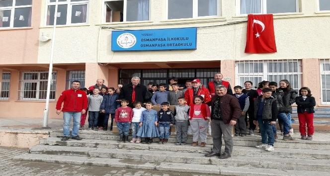 Türk Kızılayından öğrencilere giyim ve kırtasiye yardımı