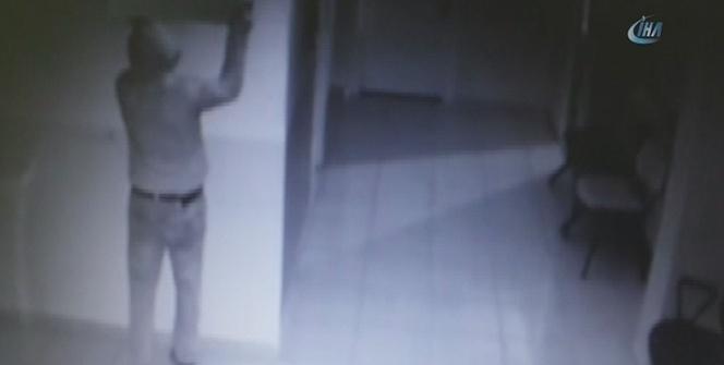 Sağlık merkezine giren eli bıçaklı hırsız kamerada