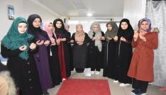 Üniversiteli öğrenciler dualarla umreye yolcu edildi