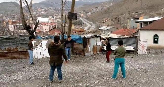 Hakkarili çocuklar Başkan Epcimden basketbol potası istediler