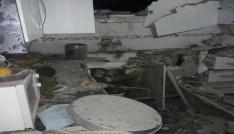 Suriyeden atılan roket evin tavanını delip pencereden bahçeye düştü