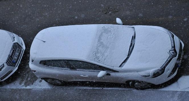 Karsta bahar havası yerini kar yağışına bıraktı