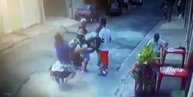 Brezilya'da motosiklet yayaların arasına daldı: 4 yaralı