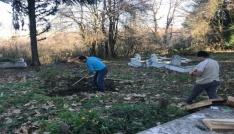 69 yaşında 52 yıldır mezar kazıyor