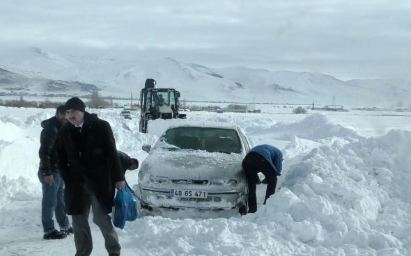 Doğu Anadolu'da kar ve tipi hayatı felç etti